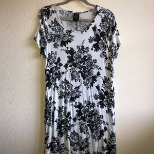 GUC Agnes and Dora Black Roses Swing Tunic